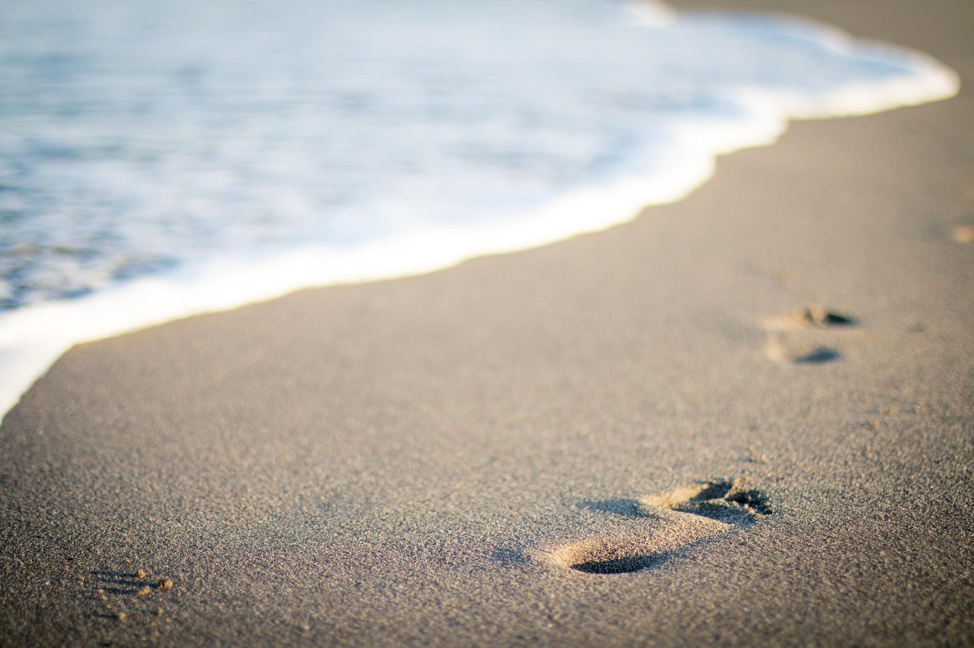 Παραλία, Άμμος, πατημασιές, καλοκαίρι, Ενοικιαζόμενα, Θάλασσα, κύματα - Wallpapers HD - Professor-falken.com