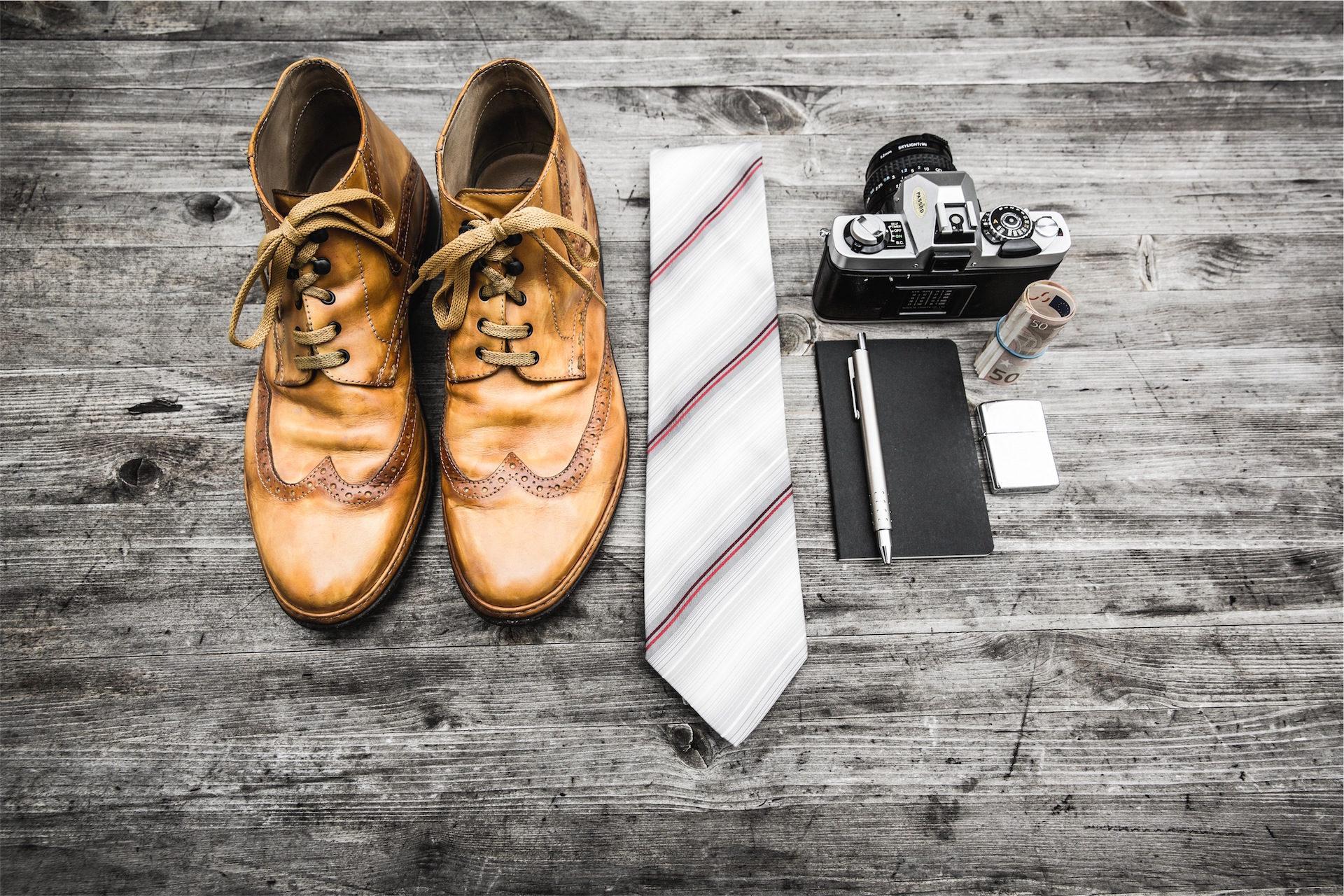 Stiefel, Tagesordnung, Krawatte, Kamera, Holz - Wallpaper HD - Prof.-falken.com