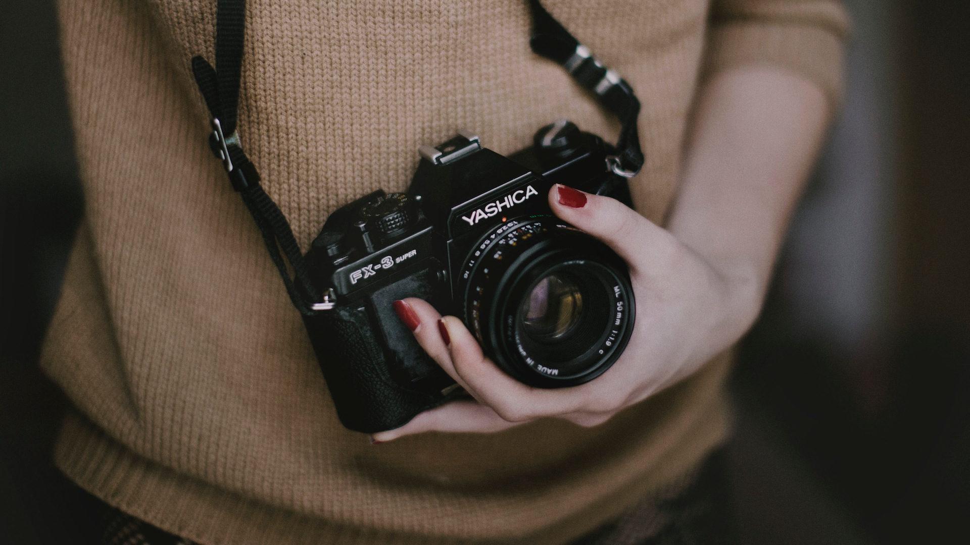 cámara, mujer, manos, fotografía, vintage - Fondos de Pantalla HD - professor-falken.com