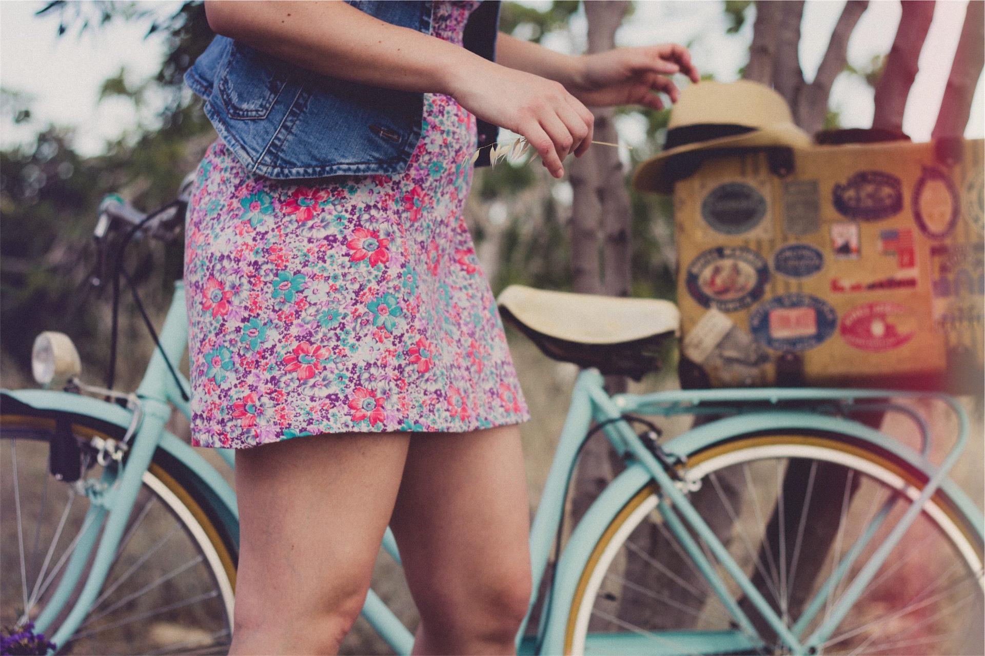 femme, vélo, jupe, boîte de, sombrero - Fonds d'écran HD - Professor-falken.com